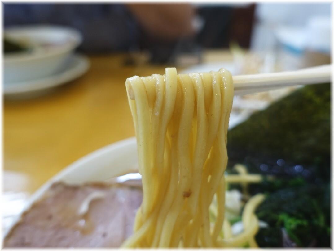 うまいヨゆうちゃんラーメン ラーメンの麺
