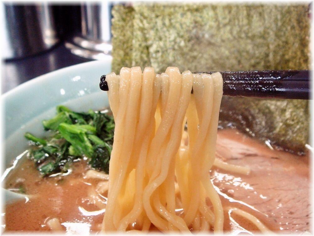 横浜らーめん武蔵家 らーめんの麺