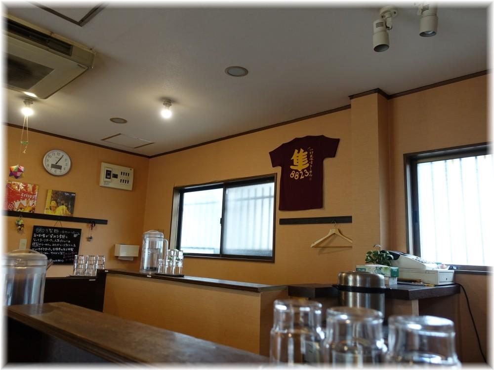 8823製麺 店内