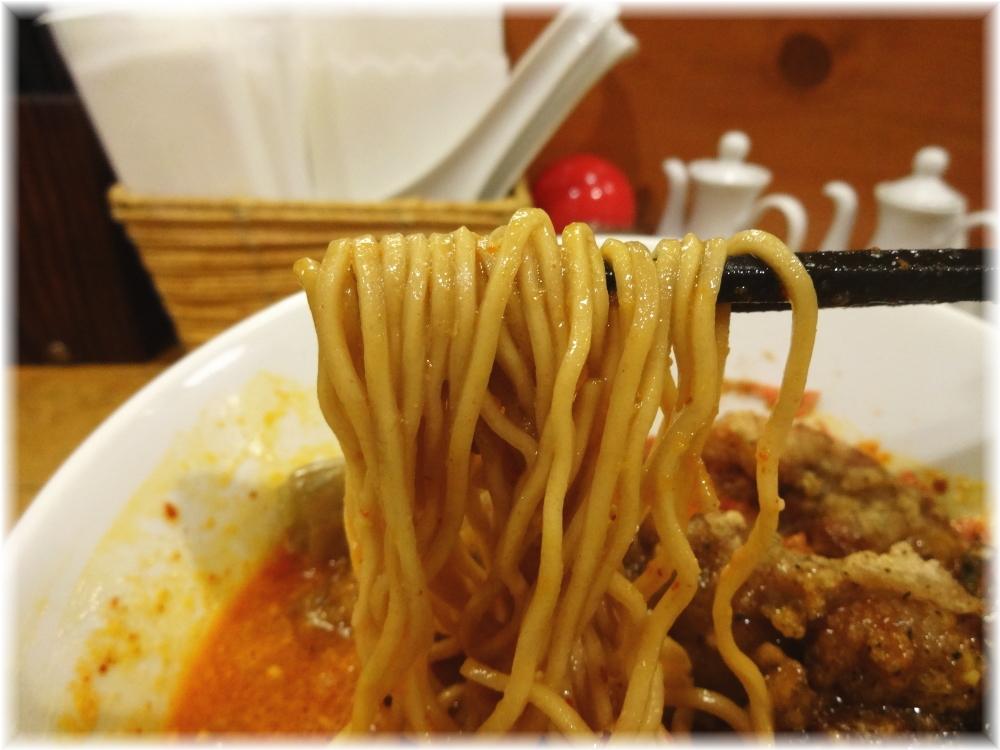 ほおずき 排骨担々麺の麺