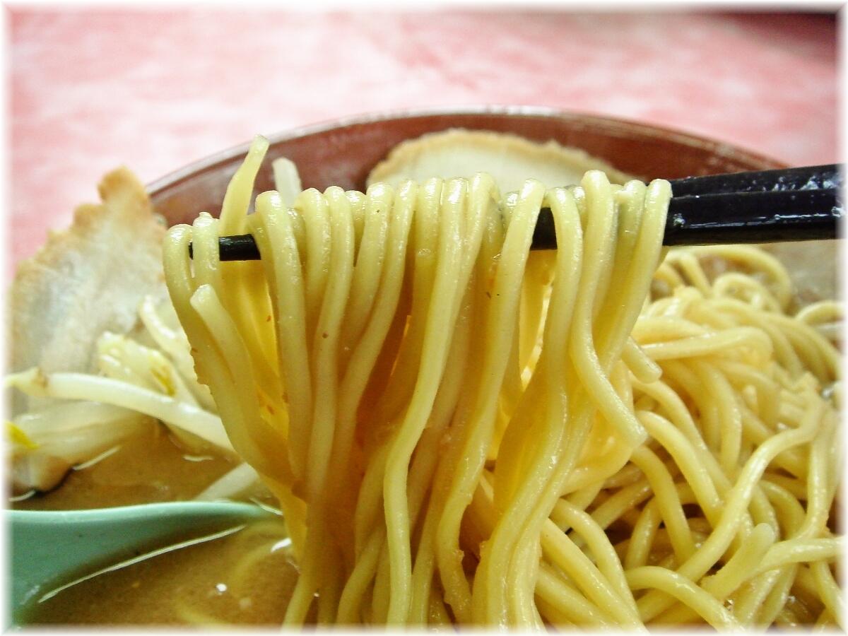 一楽ラーメン 味噌チャーシューメンの麺