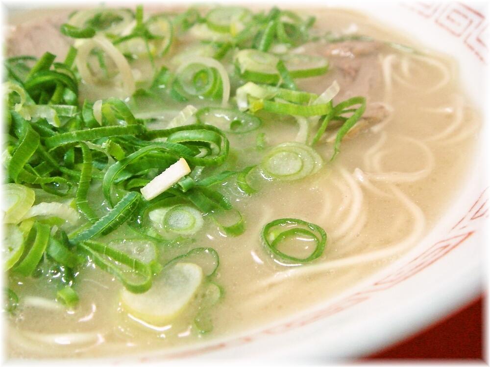 博多大砲ラーメン ラーメンのスープ