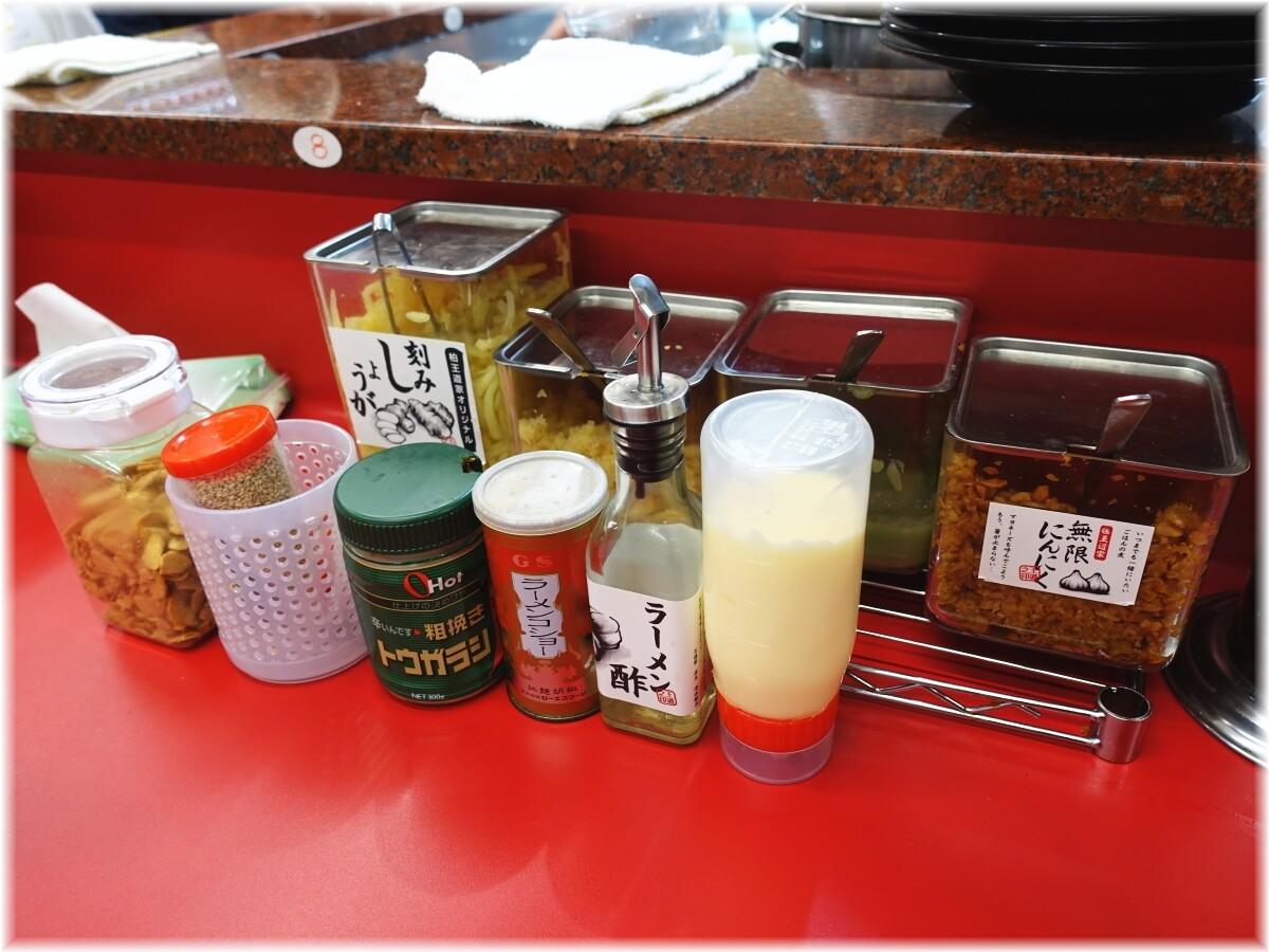 王道家直系 IEKEI TOKYO 卓上の調味料
