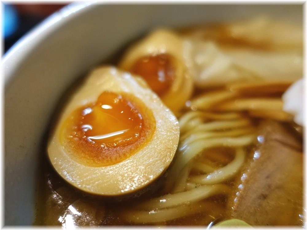 金魚 ワンタンメンに煮玉子の煮玉子