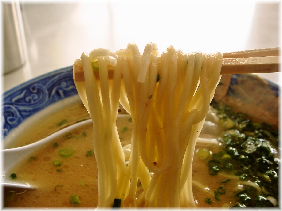 一竜軒 チャーシュウメンの麺