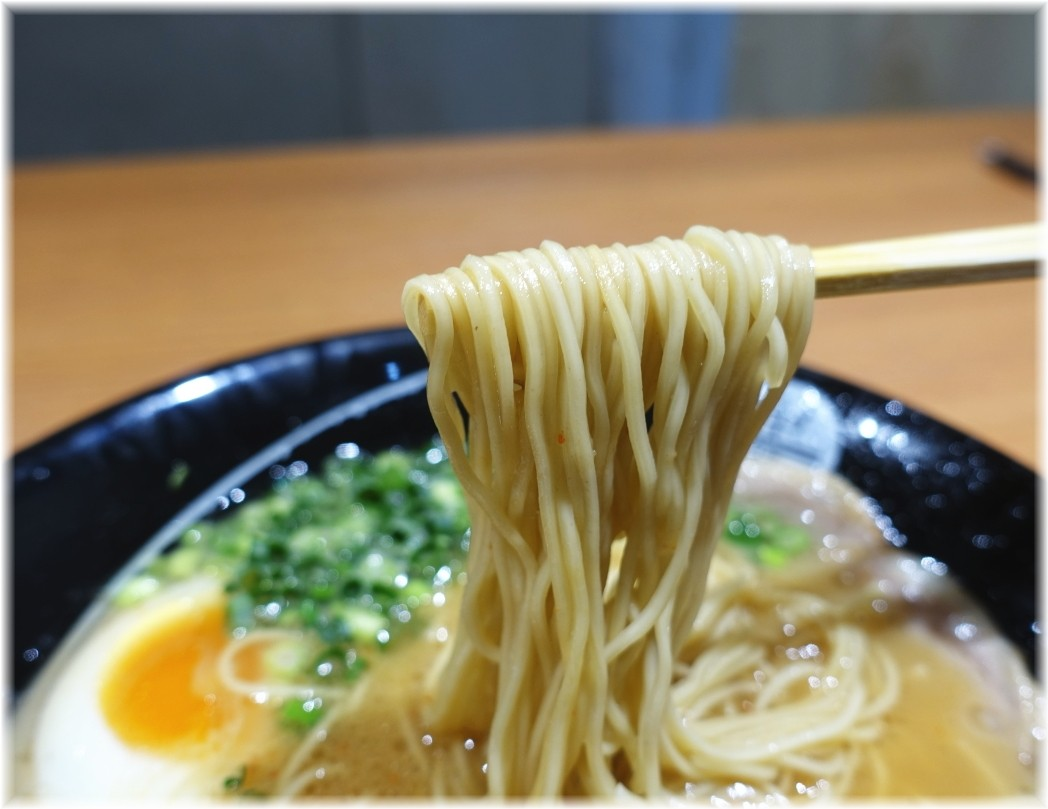 中蘭 味玉ラーメンの麺