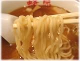 蜂屋 しょうゆミニラーメンの麺