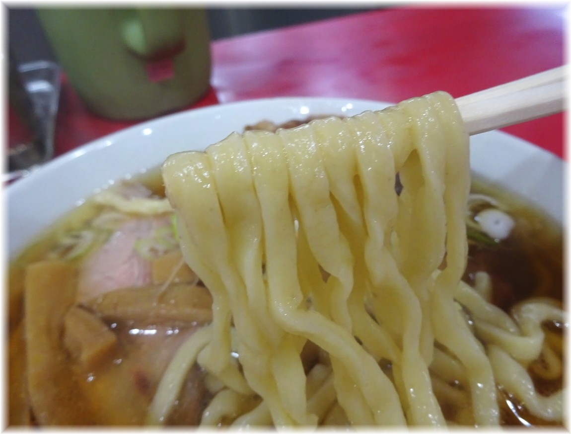 一品香駒生店 手打ちゃーしゅーめんの麺