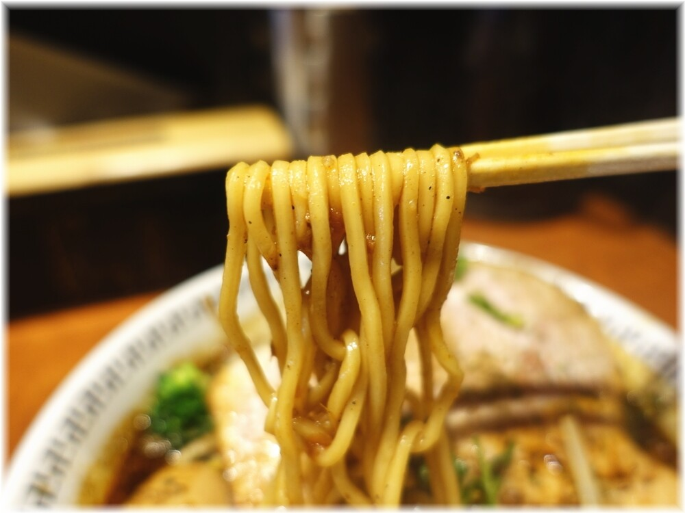 卍力秋葉原店 スパイス・特製ラー麺の麺