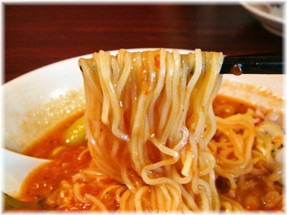 太陽のトマト麺 酸辣トマト麺の麺