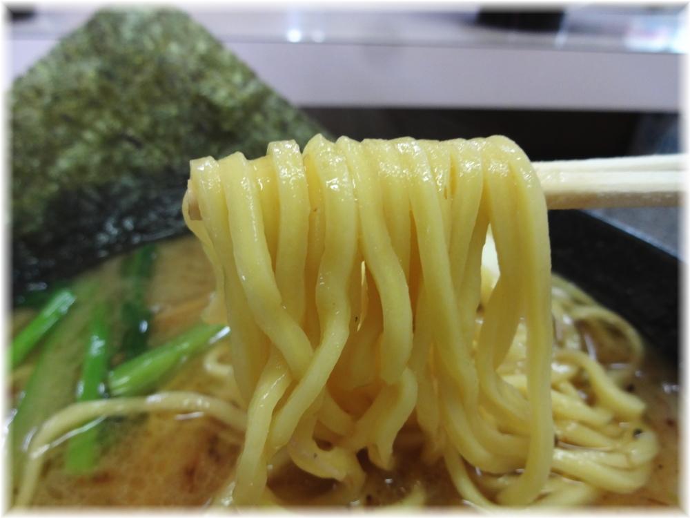 丸新らぁめん 和風とんこつプレミアムバージョンの麺