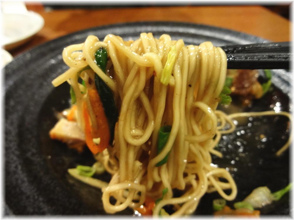 博多うま馬 渋谷ヒカリエ店 博多屋台風焼きラーメンの麺