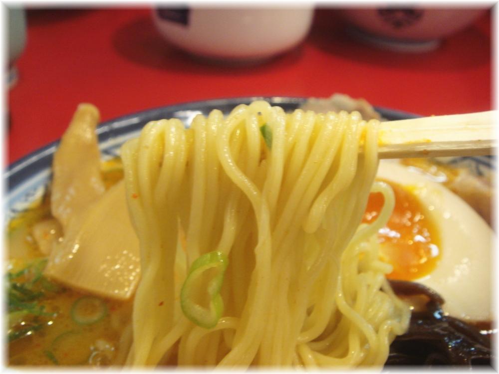 しばらく西新本店 ピリ辛ラーメンの麺
