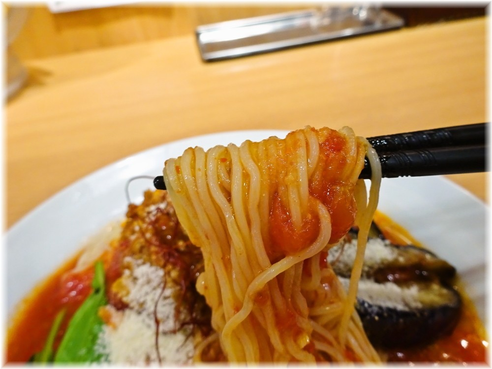 太陽のトマト麺三田店2 茄子と挽肉のアラビアータ冷麺の麺