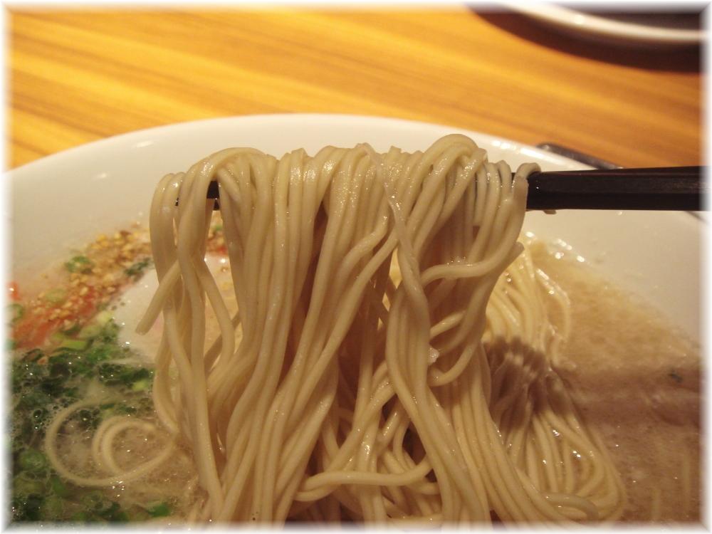 奉天食堂 中洲とんこつの麺