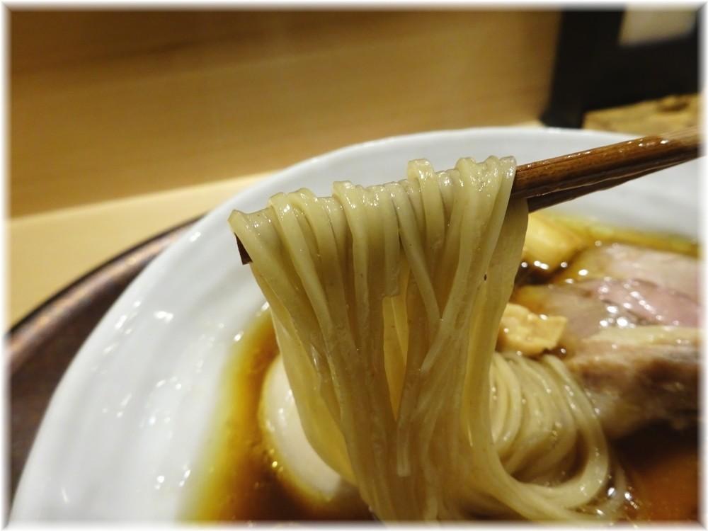 山雄亭 特上醤油らぁ麺の麺