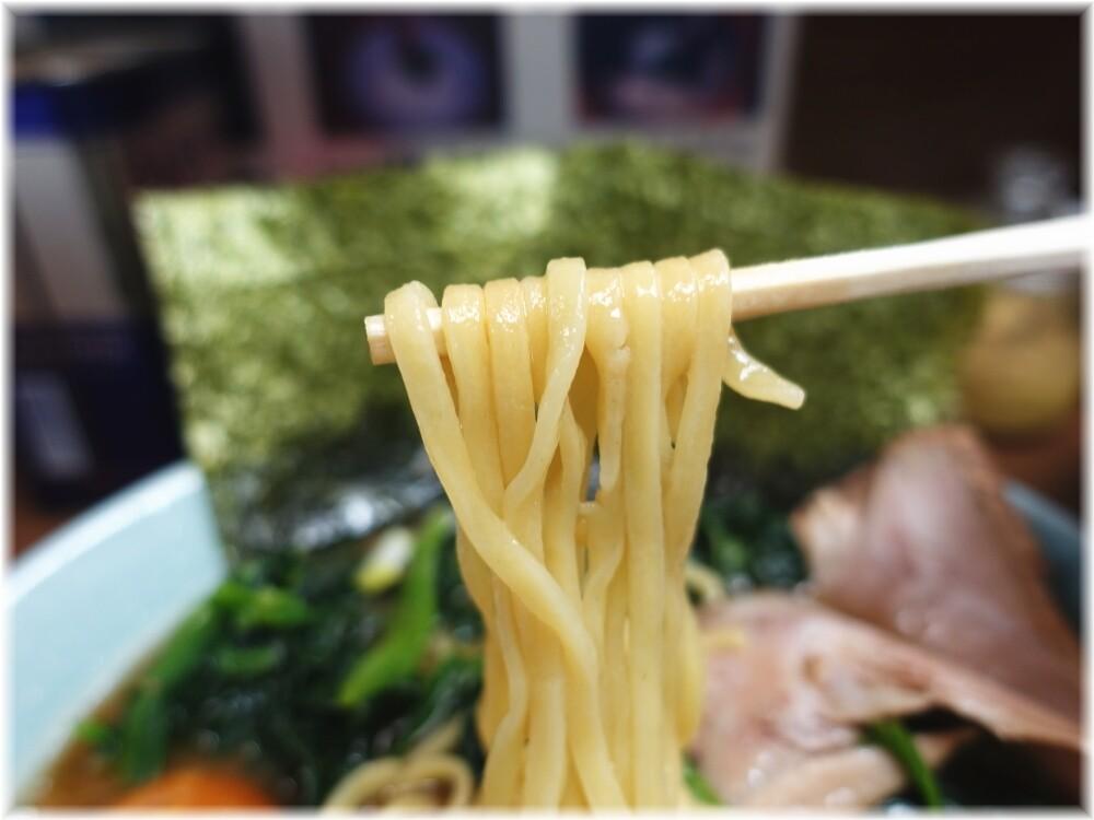 横浜家系ラーメン侍 らーめん全部のせの麺