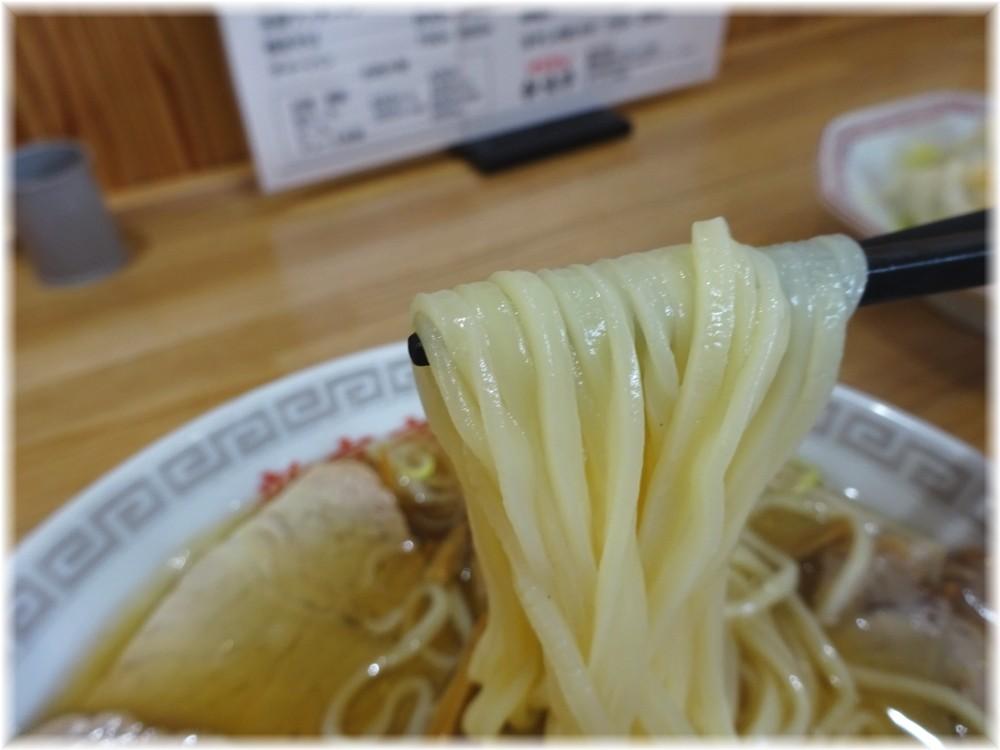 新京亭2 チャーシューメンの麺
