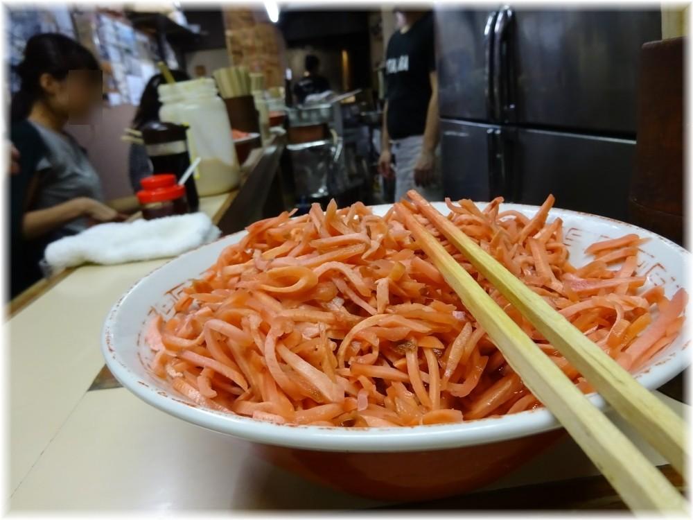 八ちゃんラーメン3 卓上の紅生姜