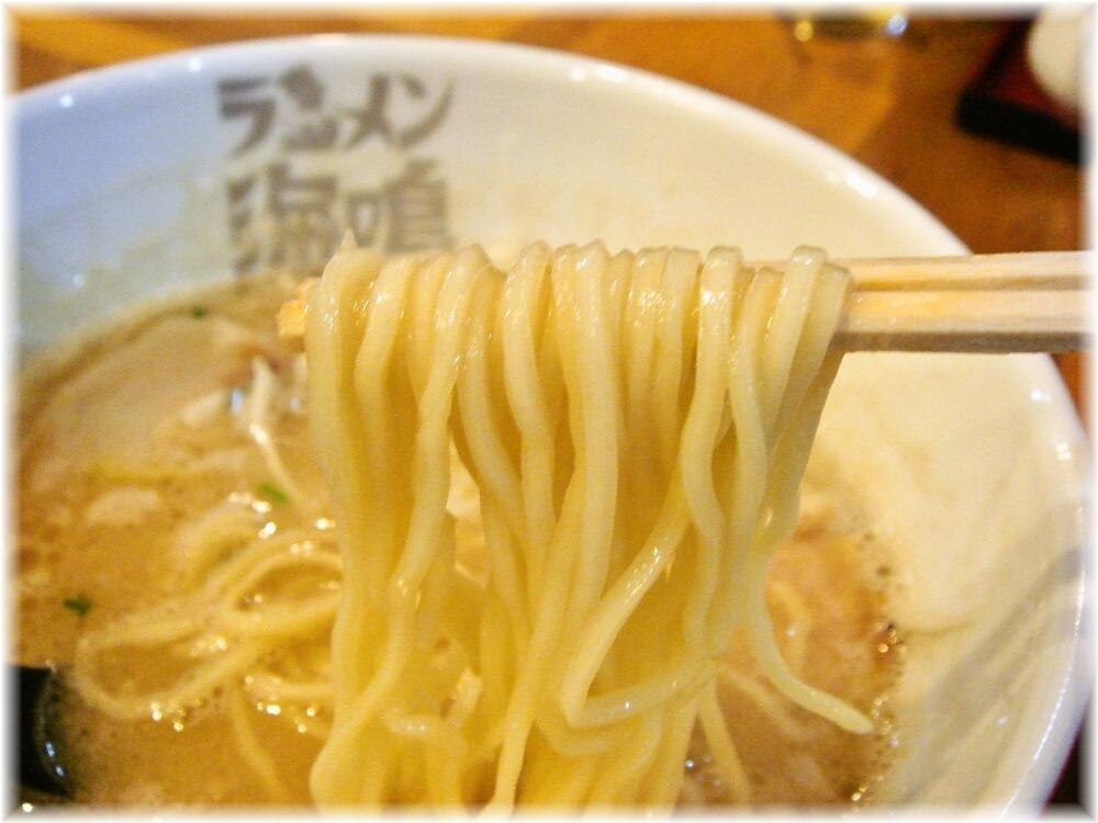 ラーメン海鳴 中洲店 魚介とんこつラーメンの麺