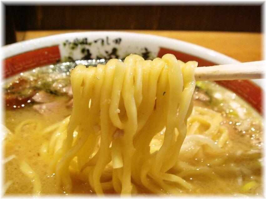 味噌の章 味玉味噌ラーメンの麺