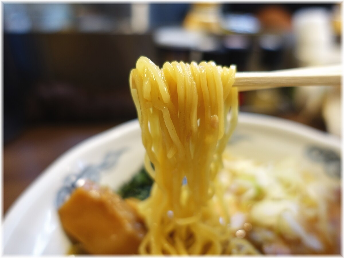 瀧井 トンそばの麺
