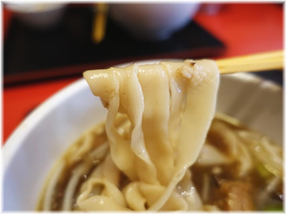 慶珍楼 牛バラ刀削麺の麺
