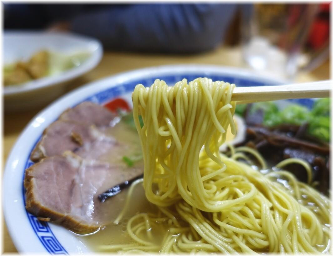長浜らーめん呑龍3 特製ラーメンの麺
