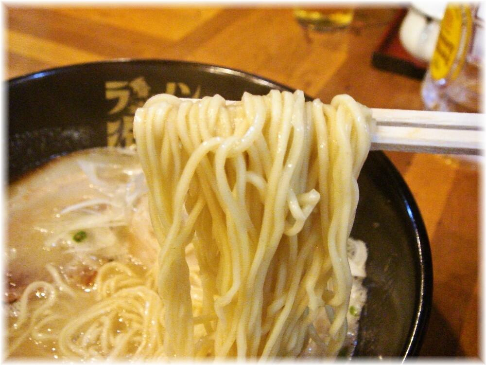 ラーメン海鳴 中洲店 とんこつラーメンの麺