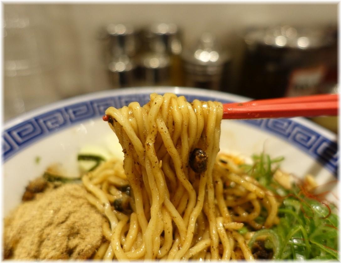 東京じゃんがらecute上野店4 黒七味チャーシューのまぜそばの麺