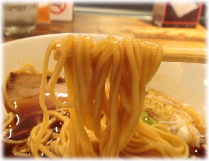 阿吽 正油らぁ麺の麺