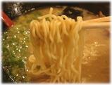 ずんどう屋 味玉らーめん(背脂まみれ味)のちぢれ麺
