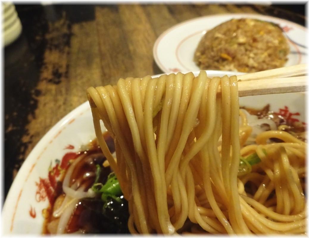 新福菜館麻布十番店2 中華そば(並)+たまご(生)の麺