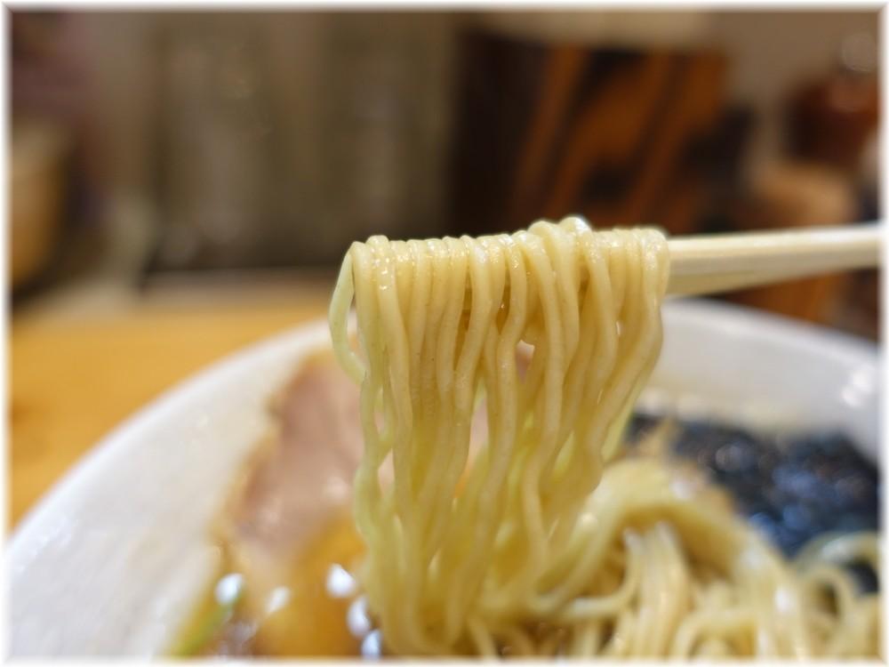 麺や そめいよしの 味玉しょうゆらーめんの麺