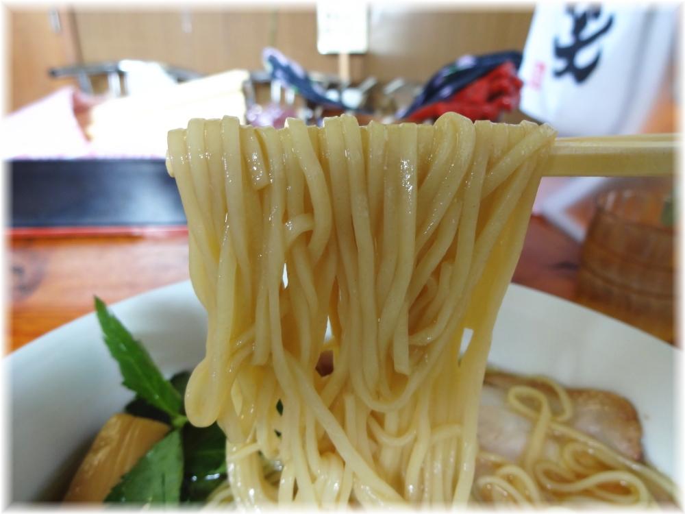 飯田商店 醤油らぁ麺に味玉の麺