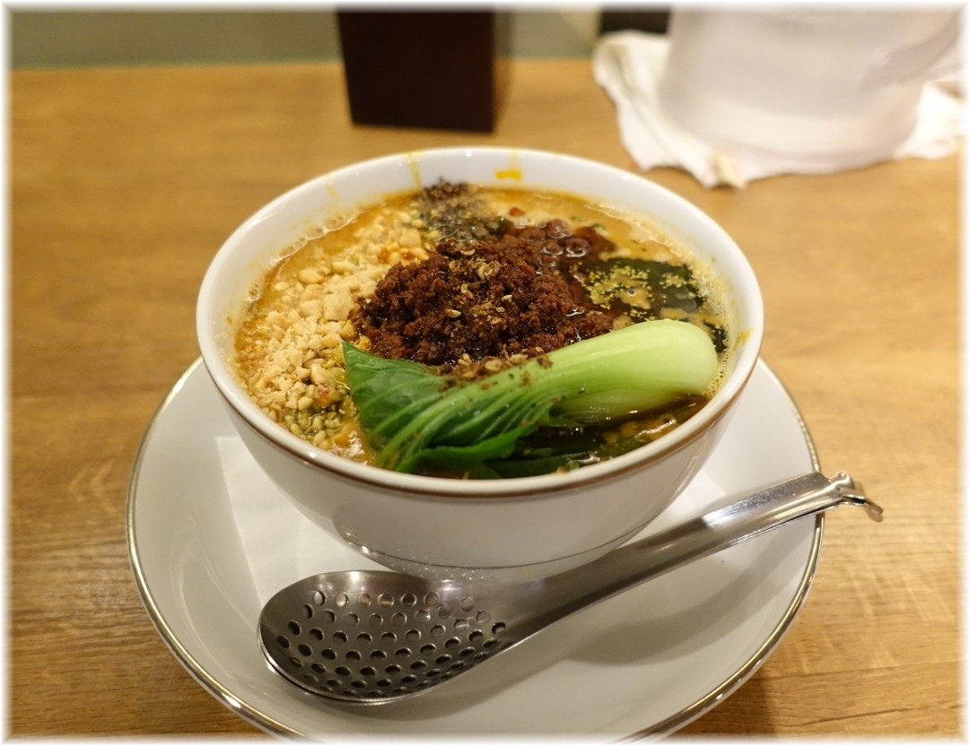 箸とレンゲ 山椒担々麺