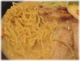 本郷亭 名駅店 白湯ラーメンの麺とチャーシュー