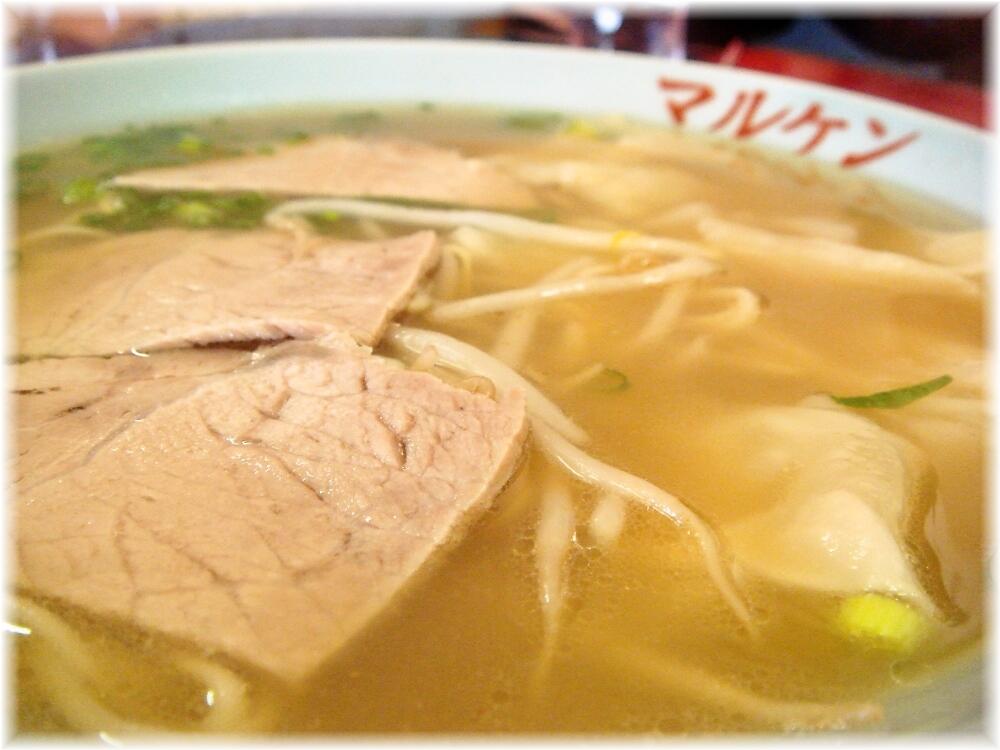 マルケン ワンタンメンのスープ