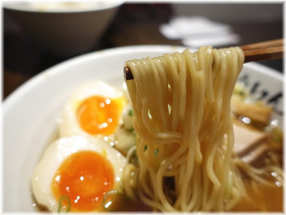 ばいこうけん横浜 醤油ラーメン味玉付きの麺