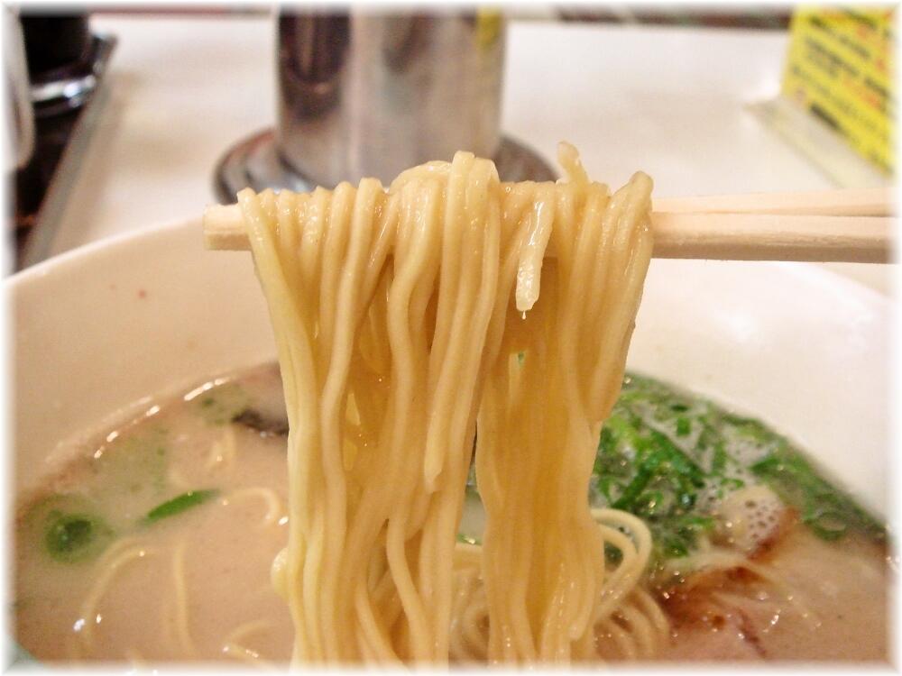 名代ラーメン亭 ラーメンの麺