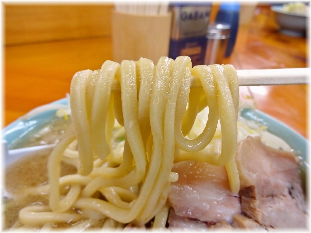 ラーメン二郎新橋店 ラーメンの麺