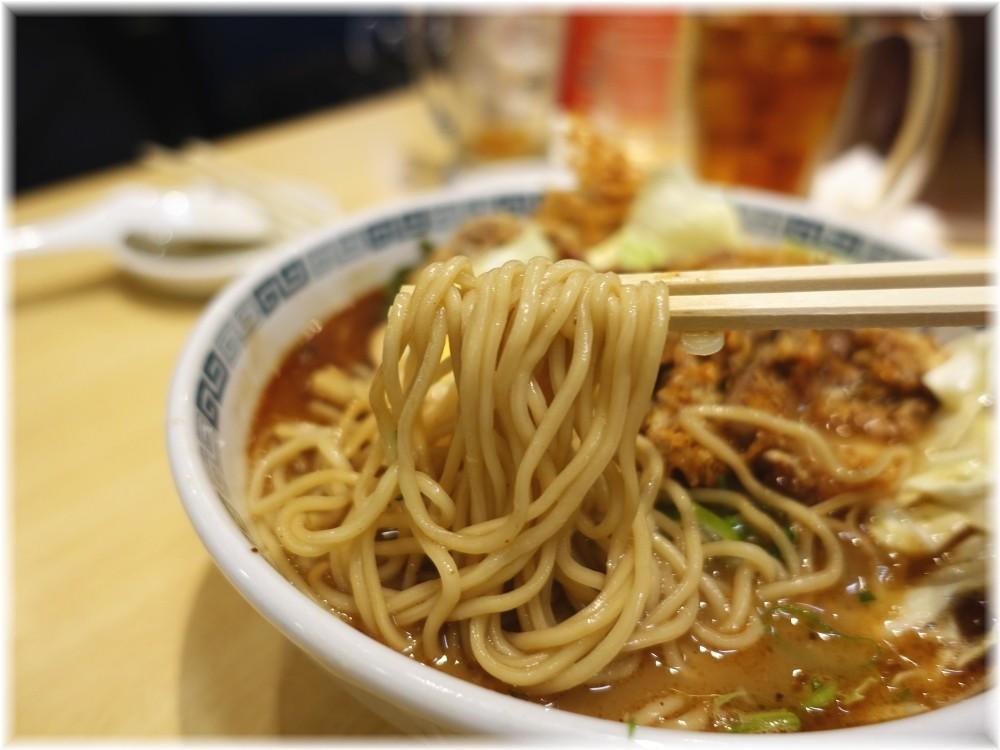 桂花ラーメン新宿ふぁんてん 五香肉麺の麺