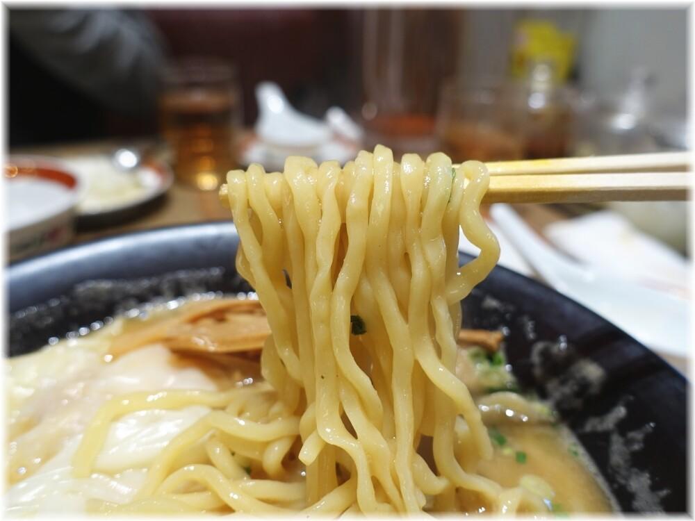 広州市場田町店2 濃厚海老雲呑麺の麺