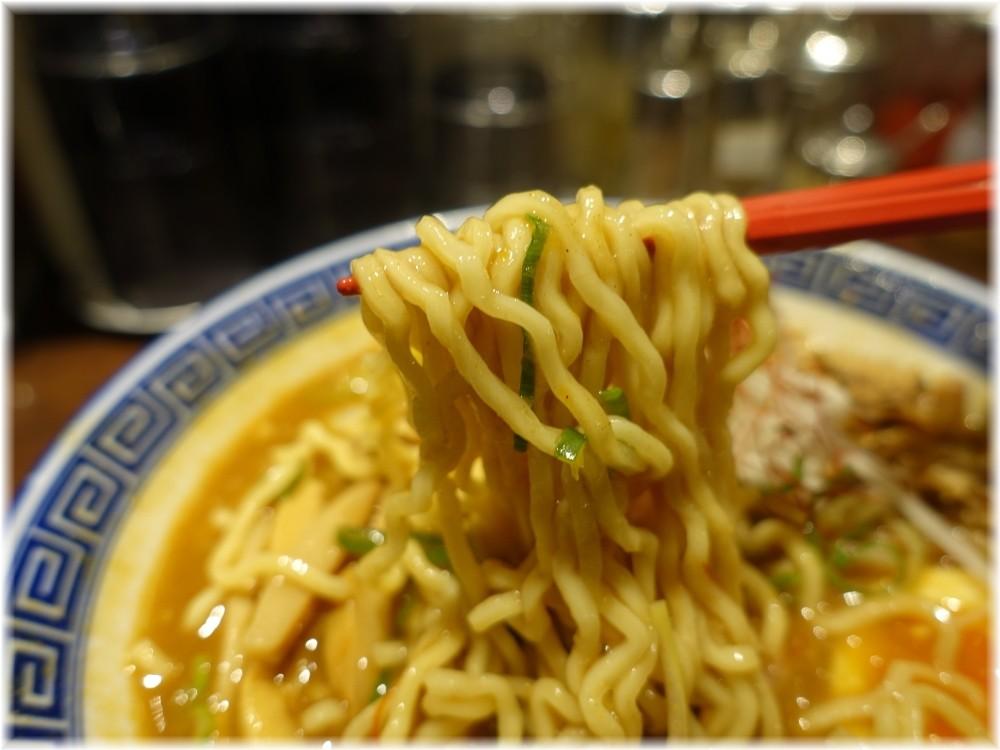 東京じゃんがらecute上野店2 カレー南蛮らあめんの麺