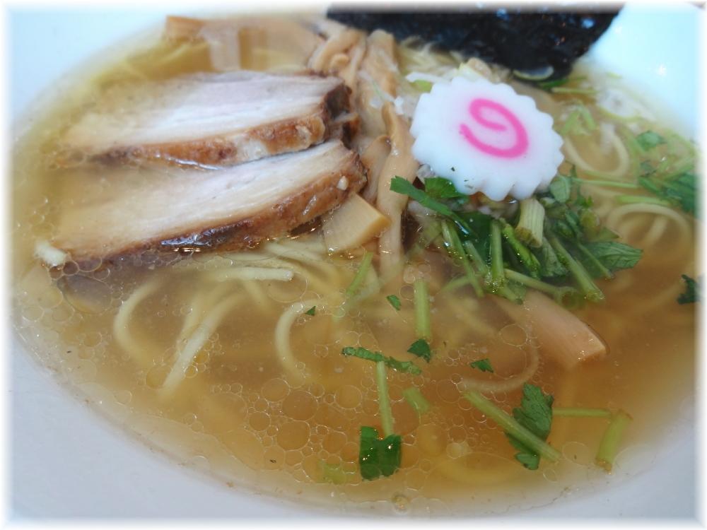 麺や甍(いらか) 塩煮干中華そばのスープ