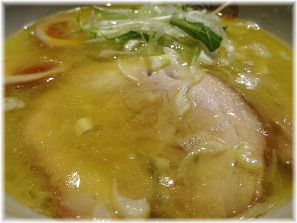 塩逸品五代目けいすけ 塩らーめん白湯のスープ