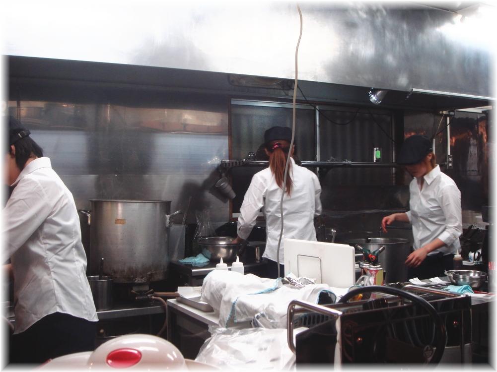 秀ちゃんラーメン 厨房