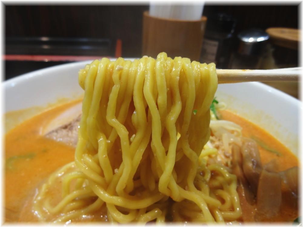 味源芝浦店 オロチョン味噌(中辛)の麺