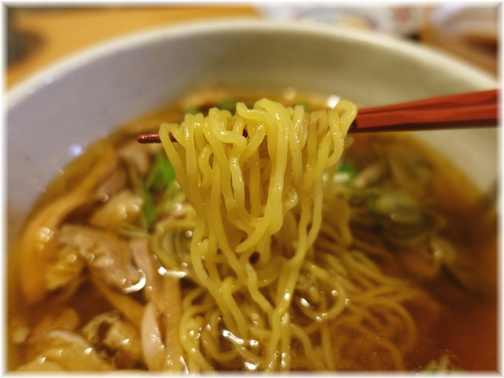 肉そば 鶏中華 最上川 鶏中華(温)の麺
