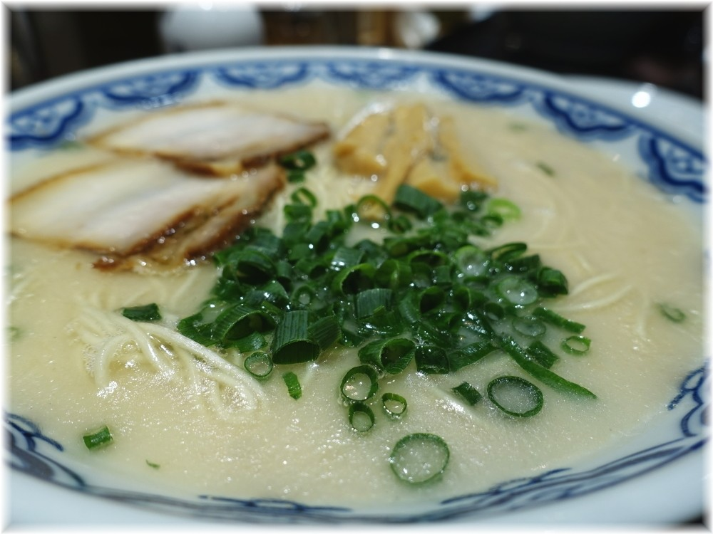 博多らーめん食堂由丸2 とんこつ塩らーめんのスープ